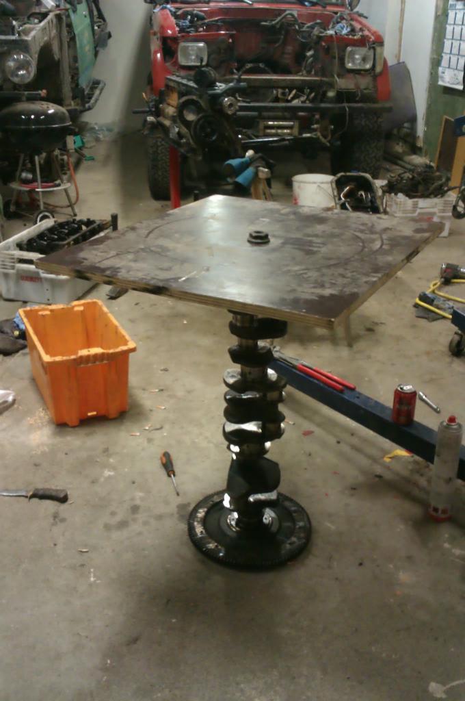V8 Pöytä